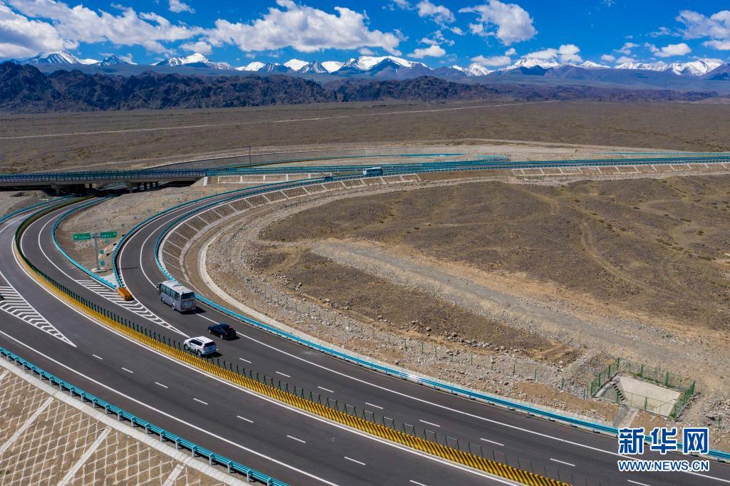京新高速公路今日全线通车 乌鲁木齐进京里程缩1300多公里
